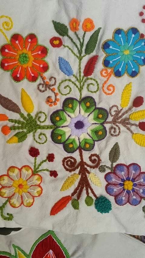 Embroidery Stitches Tutorial, Flower Embroidery Designs, Creative Embroidery, Learn Embroidery, Hand Embroidery Patterns, Ribbon Embroidery, Cross Stitch Embroidery, Bordado Floral, Mexican Embroidery