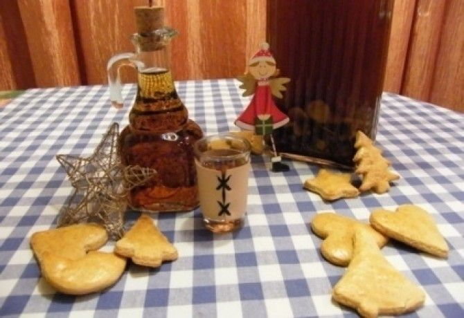 Fűszeres-mézes gyógylikőr recept képpel. Hozzávalók és az elkészítés részletes leírása. A fűszeres-mézes gyógylikőr elkészítési ideje: 5 perc