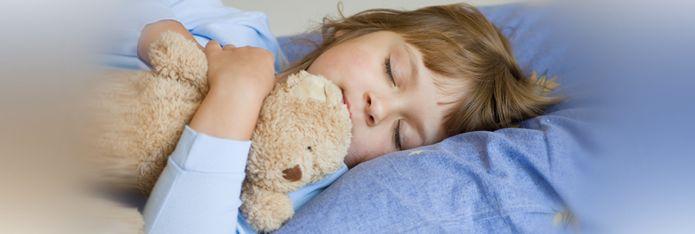 Copilul uda patul. Ce-i de facut?