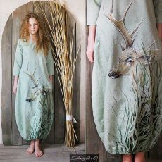 Платье с оленем. Оазис для глаз городских жителей😊Рисунок выполнен в ручную, лен, накладные круглые карманы. Единственный экземпляр. Стирка 30градусов . 44р, можно купить (пишите в директ пожалуйста). Наше шитье складываем сюда👉@saburovy_aa .   #saburovyaa #saburovaart  .  .  .new dress.hand-painted. exclusive.  #saburovyaa