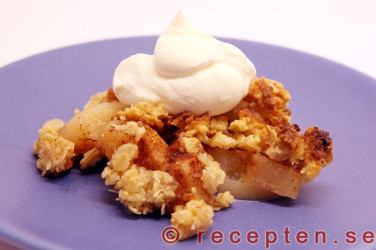 Päronpaj - Smulpaj med päron - Recept på en enkel päronpaj - en smulpaj med päron som går supersnabbt att göra. Recept med bilder steg för steg.