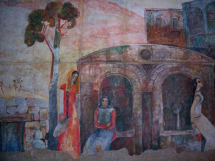 Մինաս. «Ջրհորի մոտ»: Որմնանկար Գյումրու Գ. Սունդուկյանի անվ. թատրոնի շենքում, 1974թ.
