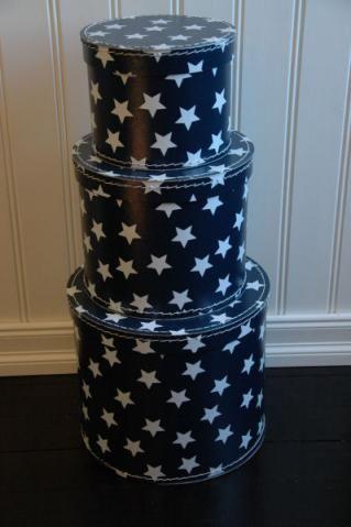 Mörkblå förvaringsbox med vita stjärnor