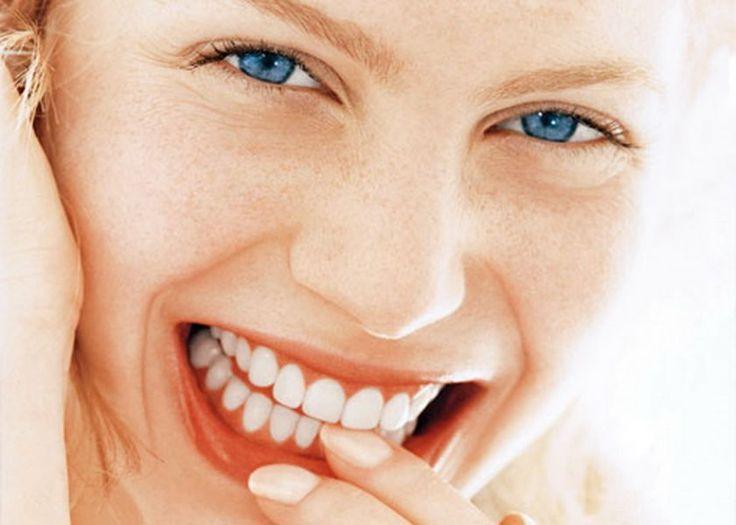 Diş sağlığı ve dişleri korumak için en faydalı besinler http://www.sagliklibesin.net/2014/10/dis-sagligi-ve-disleri-korumak-icin-faydali-besinler.html