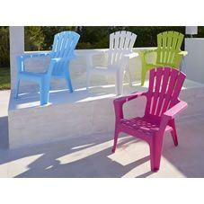 Add a beautiful twist to your garden this summer with the Plastic Maryland Chair in assorted colours. Available in lime green, bright pink, blue or classic white, these chairs will create a fabulous feature on your patio, balcony or garden.
