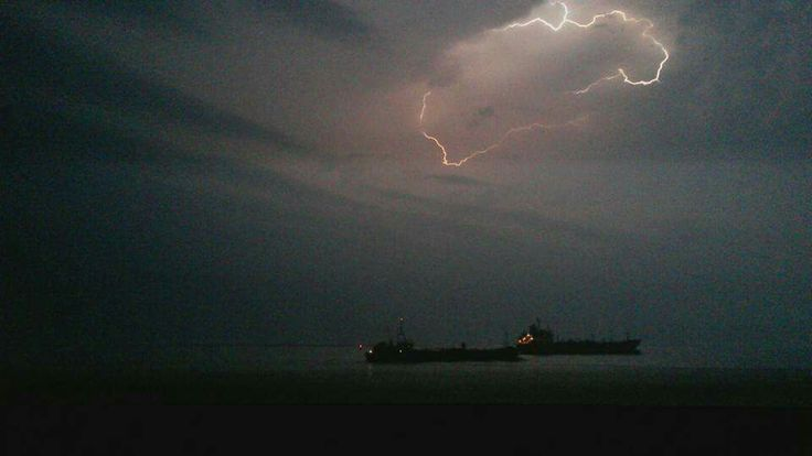 Onweer boven Westerschelde Terneuzen