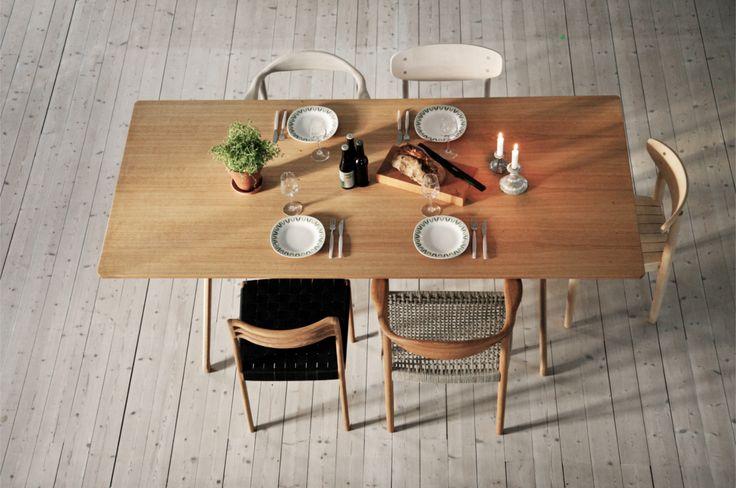 Matbord i ek, stol i ask, stol i ek, sadelgjord