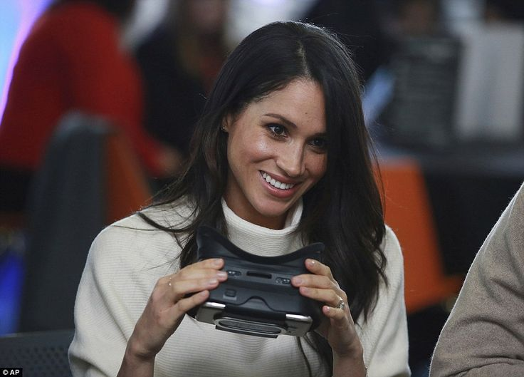 Meghan started the event by trying a virtual headset with students from Blessed Edward Oldcorne School in Birmingham
