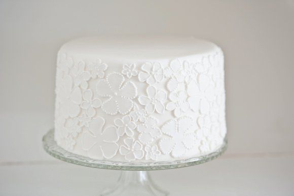 Un party di grande effetto dalle linee semplici ed essenziali Un dessert table particolarissimo allestito su tre piani: perfetto per…