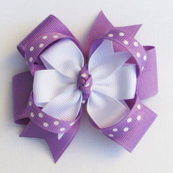 Lilac and white bow                                                                                                                                                      Más