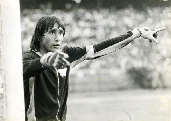 Raúl Navarro, jugó con Atlético Nacional desde 1971 hasta 1979, en ese tiempo salió campeón en dos ocaciones 1973 y 1976.