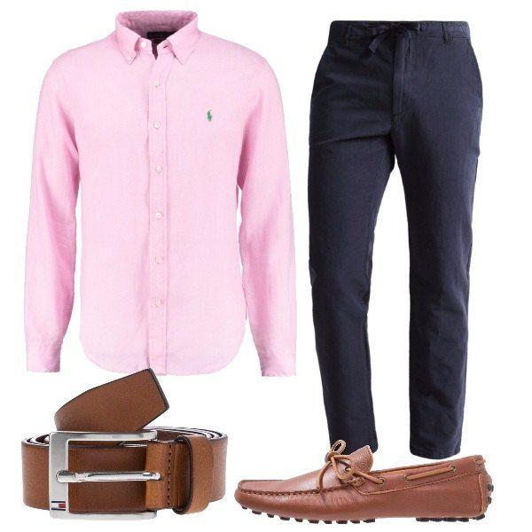 Camicia slim fit in lino maniche lunghe Ralph Lauren, pantaloni blu scuro sempre in lino vita normale, mocassini marroni e cintura marrone Tommy Hilfiger abbinata.