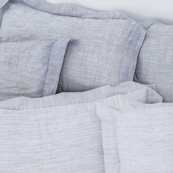 17 meilleures id es propos de housse de couette blanche. Black Bedroom Furniture Sets. Home Design Ideas