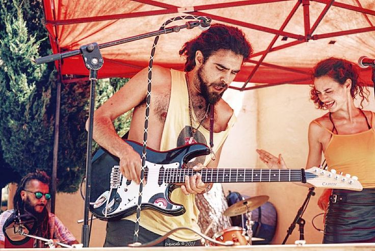 Hablas y cantan en lenguas de grácil acento cuyos sonidos acarician mi oído Pero no podría relatar nada de lo que oí la historia estaba muy clara Kashmir Led Zeppelin #tropoIbicenco #sun #music #live #LiveMusic #rock #guitar #vsco #vscogood #vscogrid #vscohub #vscocam #photooftheday #sony #sonyA7 #A7 #sonyCamera #sonyAlpha #ibiza #ibiza2017 #ibizalife #ibizalove #humonegrophoto #travel #trip #travelgram #instatrip #musicphoto #trance #behippybehappy…