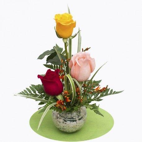 Imagen relacionada blomsterarrangemang pinterest for Arreglos de rosas sencillos