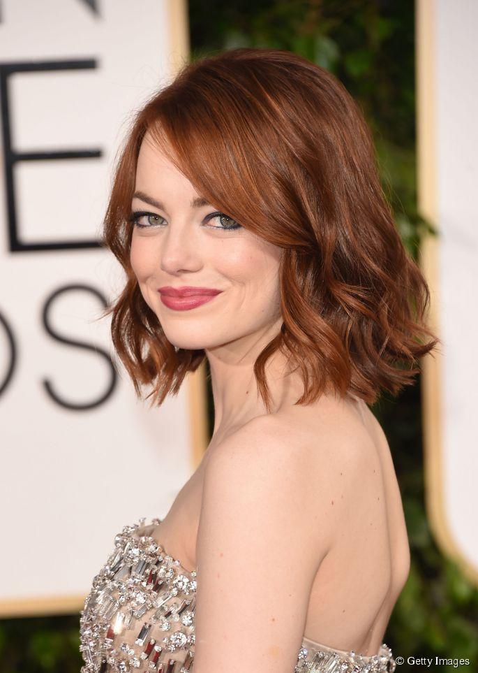 Emma Stone foi ao Globo de Ouro 2015 com a finalização de ondas com pontas retas