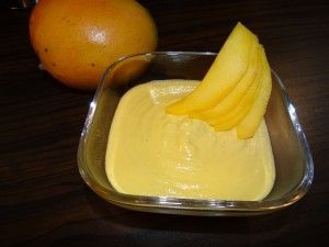 Wenn du zwischendurch eine süße Leckerei essen willst, die auch noch schnell zubereitet ist, dann mach dir die Mangocreme! Dazu brauchst du folgende Zutaten: 1 reife Mango 4 EL Kokosraspeln 1 EL Mandelpüree etwas Nussmilch  Mango schälen und alle Zutaten in den Mixer geben. Mixen bis eine cremige Masse entstanden ist. Ich wünsche einen ...