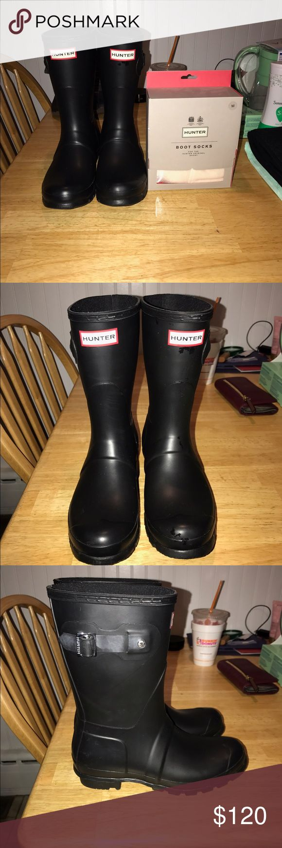Too big, only wore them once Hunter matte black original short rain boots size 7 women's with creme fleece size medium boot socks, worn once Hunter Shoes Winter & Rain Boots