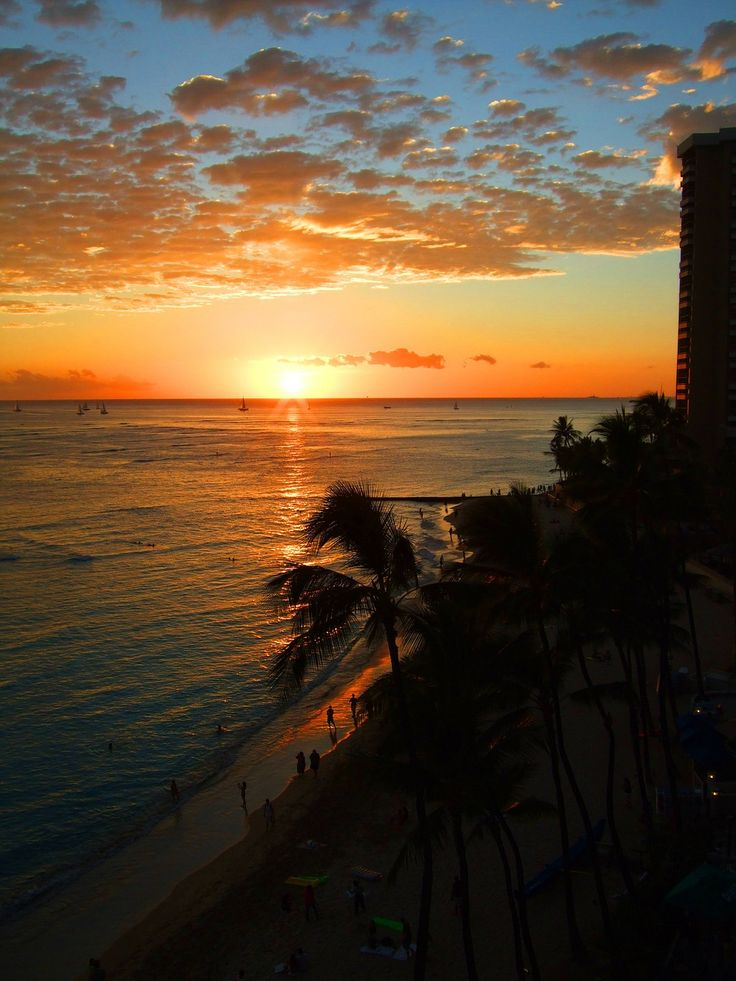 Outstanding Sunsets - Waikiki Beach- Hawaii | hawaiianexplorer.com