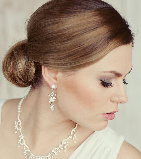 Wedding pearls stud earrings.  Bridal party. Crystal pearls wedding earrings.  Simple pearl stud earrings. Pearl drop bridal earrings