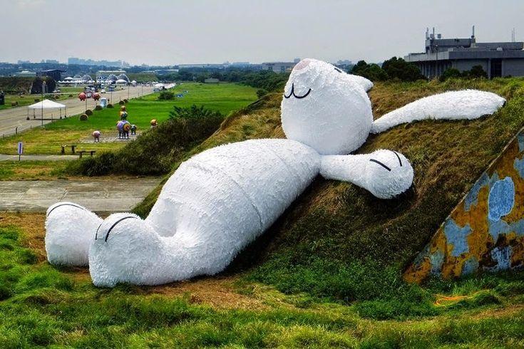 Florentijn Hofman's Gigantic Bunny Gazing Up at the Moon in Taiwan,2014/09