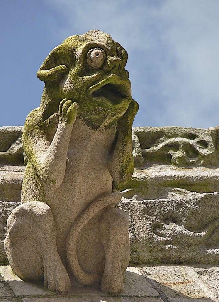 http://photo.forumperso.com/t21400-la-cathedrale-de-quimper-et-ses-gargouilles