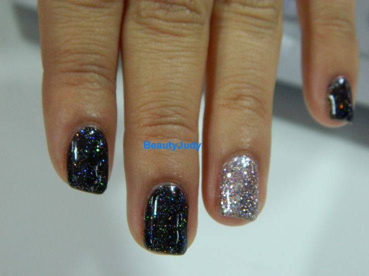 Cosmoprof 2013: Gelish BLACK FLIP ...the black sparkly.