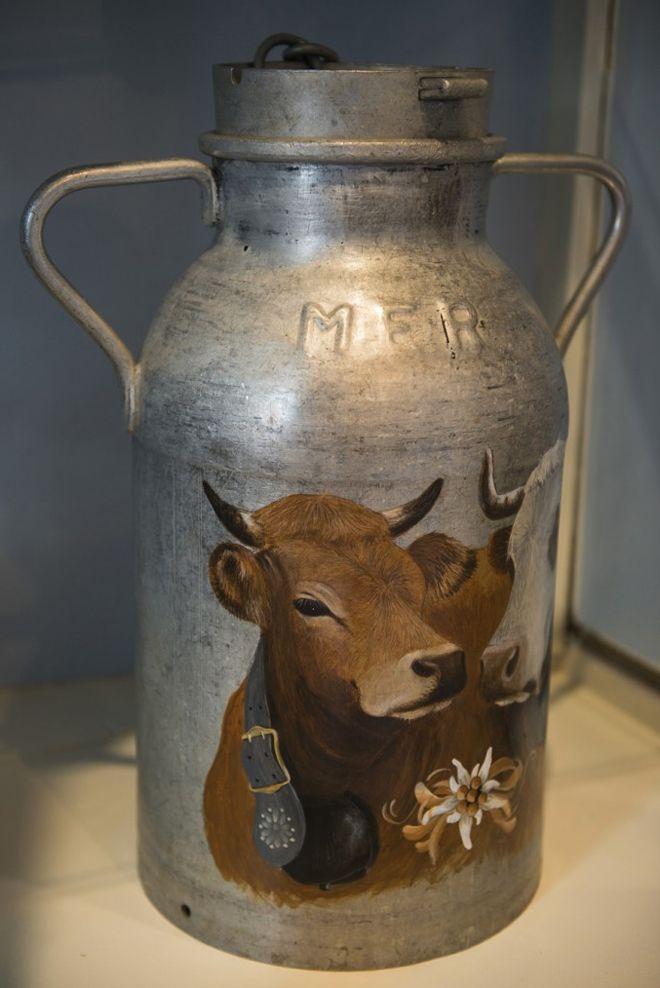 Hand-Painted Vintage Milk Can - J'adore les teintes de cet ouvrage ! <3