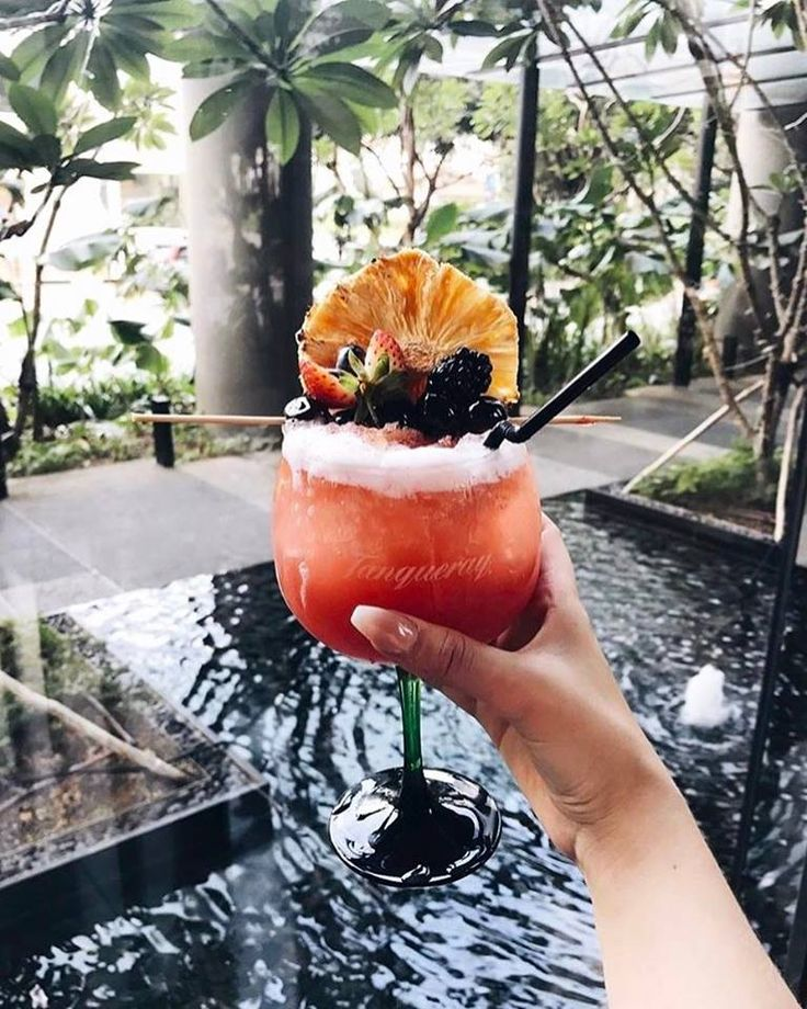 #ECOHOTELS #SWD #GREEN2STAY PARKROYAL on Pickering Hotel, Singapore   It's evening cocktail time 🍹Unwind this weekend with a glass of Singapore Sling, a gin-based cocktail that will leave you wanting more. Cheers! 📷:@kayleighjcouture #parkroyalpickering #parkroyalgetaways - http://www.green2stay.com/asia-pacific-eco-hotels