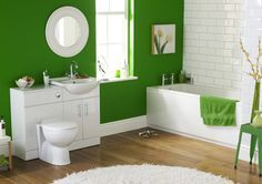 Зеленая ванная комната  1. Находясь в помещении, где в интерьере присутствуют различные оттенки зеленого, человек расслабляется и успокаивается.  2. Классическое сочетание - это сочетание зеленых и белых тонов.  3. Черный цвет также находит применение в дизайне зеленой ванной. Его должно быть немного.  4. Если вам близка восточная тематика, попробуйте использовать нефритовые, оливковые и изумрудные оттенки.   #сантехника #свет #плитка #интерьер #стиль #дизайн #рубрика…