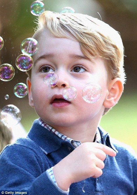 dailymail:  Canada Tour, Day 6, Children's Party, Government House, Victoria, British Columbia, September 29, 2016-Prince George entranced by bubbles