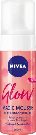 Der NIVEA Glow Magic Mousse Reinigungsschaum mit natürlichem Mandelöl für trockene und sensible Haut reinigt gründlich und ist besonders sanft zur Haut....
