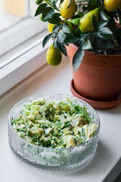 Kesän paras salaattiohje tulee tässä. Tämä resepti taipuu ties kuinka moneksi eri variaatioksi ja valmistuukin muutamassa minuutissa.