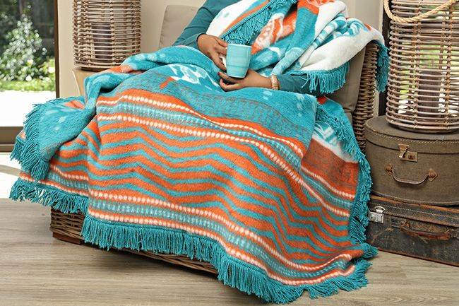 New Sesli Lily frill blanket in a cheerful and bright design