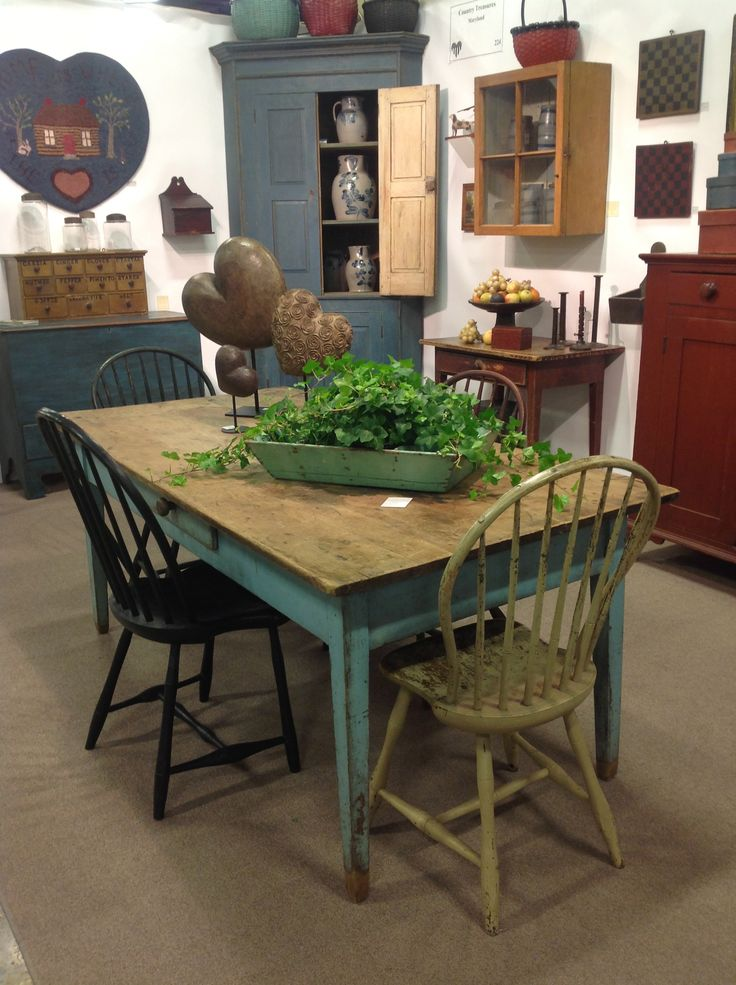 heart of country antique show want my dining room to look like this - Primitive Kitchen Tables