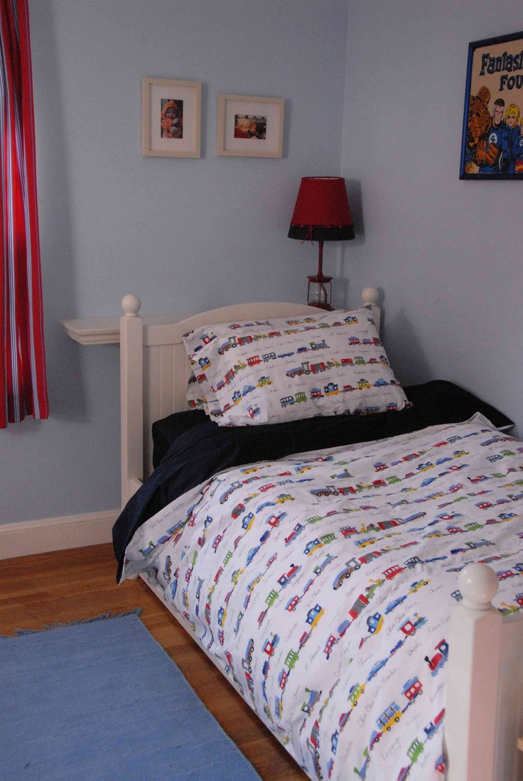 DIY twin duvet out of 2 flat sheets (what kids actually uses flat sheets?). Definitely going to make this one happen.
