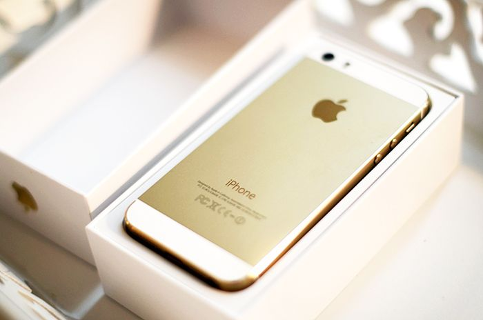 iPhone 5 S Gold ❤️  Hopefully will be buying in August, or sooner! So excited=) The gold coloring is so gosh darn pretty=)