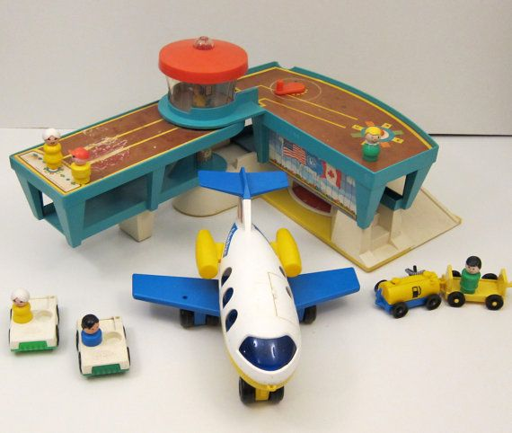 Fisher price Airport wtih Airplane and Little people toy vintage 1970 toy