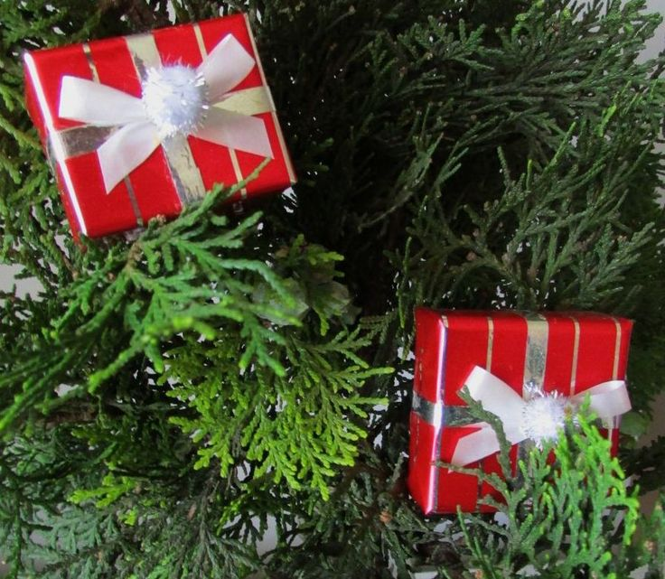 Don't throw away those teeny tiny gift boxes that held rings or earrings. Instead, wrap them, decorate them, and make cute little  presents to decorate your Christmas tree.
