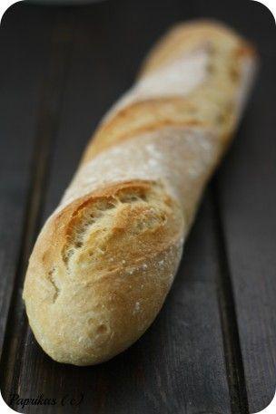 Quoi ! Il n'y avait pas de recette de pain baguettes chez Paprikas ?!!! Inadmissible !!! C'est une fidèle internaute qui m'a écrit en me demandant si je pouvais publier une recette de pain baguette ! Elle a eu raison de me le demander car c'est un oubli...