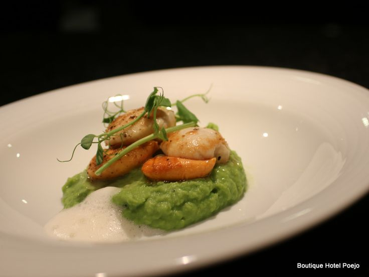 New Year´s Eve -Scallops, pea shoots and cumin foam.Astrid and Nuno ...