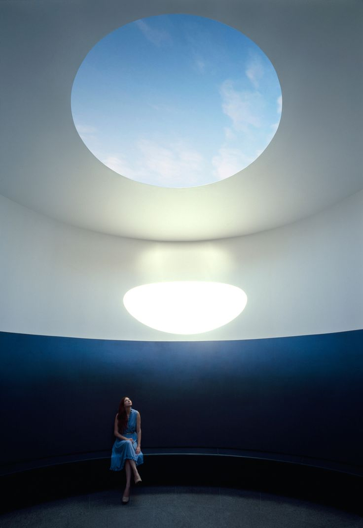 UT Austin's roof - James Turrelll - a circular aperture opens up to colorful views of the sky