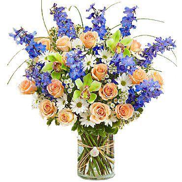 оранжево-желтые розы , цветки орхидеи Цимбидиум, дельфиниум, ромашковая хризантема, берграсс, салал