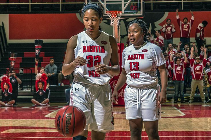 APSU Govs Basketball defeats Eastern Illinois 69-59