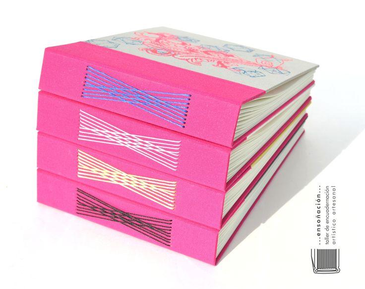 • Cuadernos Musicales • Costura Romanesca •  Cuadernos con costura romanesca expuesta – Cubierta de tela lisa y serigrafiada por Entrerizomas – 90 hojas ahuesadas de 80 grs  – tamaño: 17 x 21cm