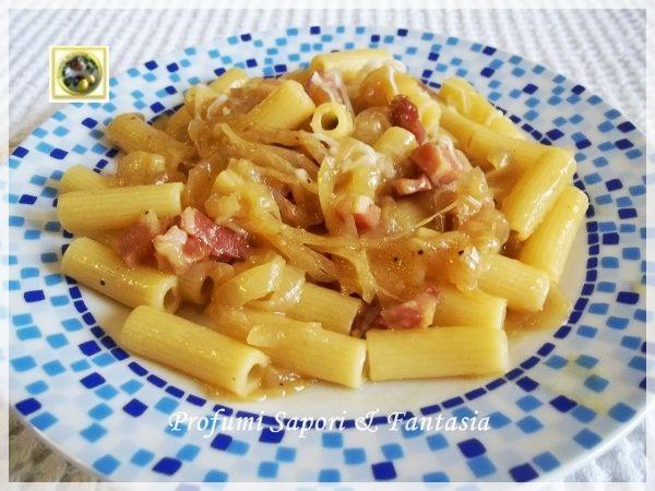 Maccheroncini con salsa di cipolle e pancetta, ricetta semplice