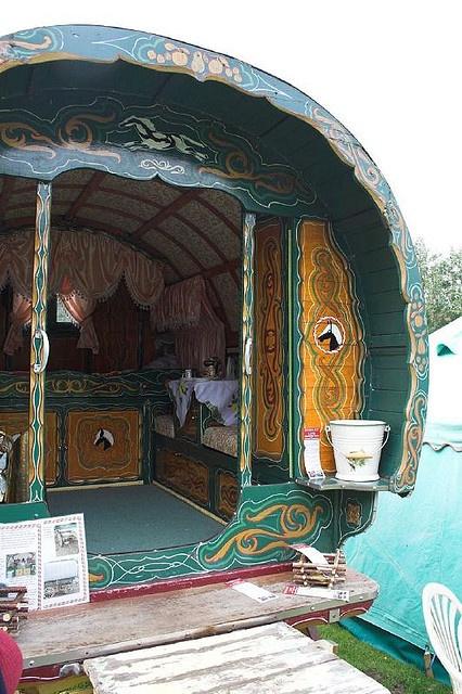 ℒ~gypsy.vardos.caravans.wagons.roulettes . https://www.facebook.com/LynBanas.TheIntentionalGardener