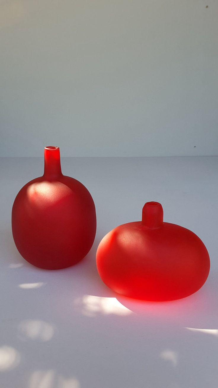 Finish Design vases, Oiva Toikka ,signed 1980s by ArtVintageandDesign on Etsy https://www.etsy.com/au/listing/468384628/finish-design-vases-oiva-toikka-signed
