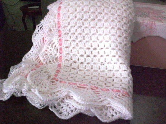 Manta em croche confeccionado em lã própria para bebê antialergica Tamanho 70x80 cm Cores : branco, rosa, azul, amarelo e verde