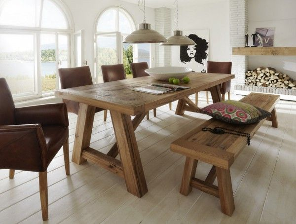 Fantastischer Esstisch CATANIA aus Balkeneiche auch in 3 Meter. Rustikale Balkeneiche massiv ist das Holz aus dem Esstisch Träume sind. Sieben Holzfarben und 14 Standardgrößen einfach online bestellen.